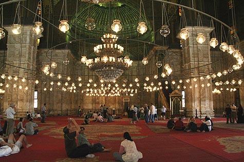 """Lampu-Lampu """"melayang"""" di dalam Mesjid"""