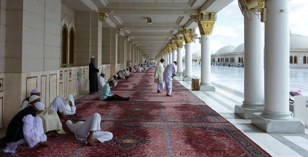 Suasana di Selasar di Sepanjang Pinggiran Masjid di Lantai Atas