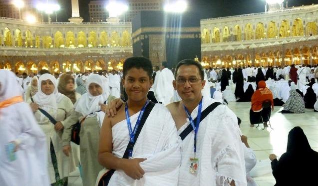 Foto kami berdua, setelah menyelesaikan Tawaf