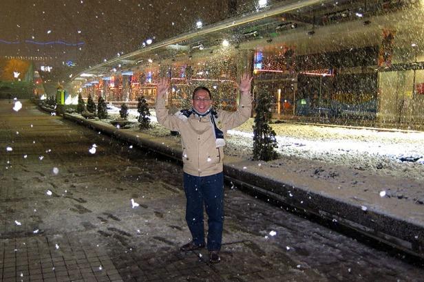 Salju turun...