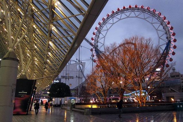 Kincir Raksasa dan Roller Coaster di area Tokyo Dome