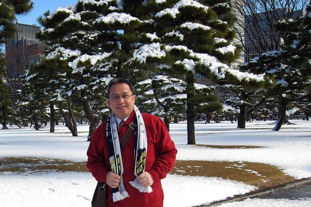 Foto di sebuah taman yang penuh salju di Tokyo...