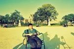 Santai berlama-lama di taman