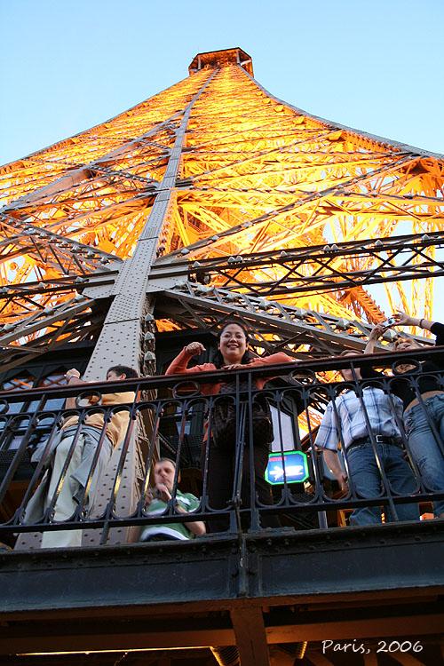 Menara Eiffel menjelang malam (2006)