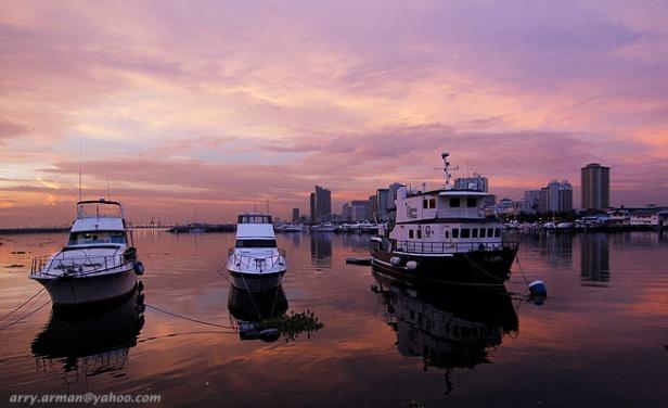 Pemandangan Indah pada saat Sunset di Manila Bay