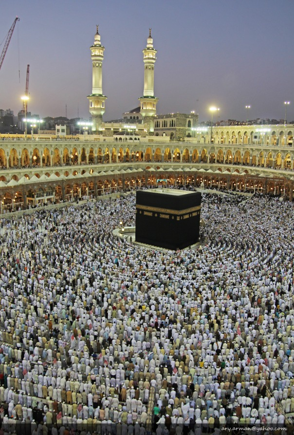 Sholat Formation Around Kabah (downloadable 15 mega pixels)