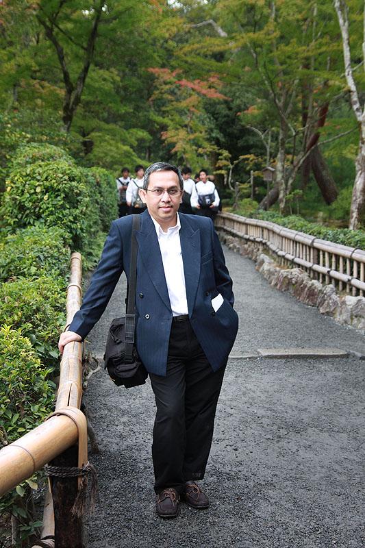 Bergaya di area Kinkaku-ji
