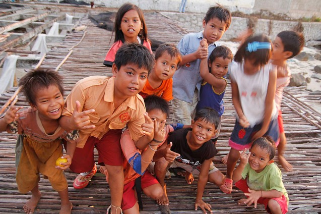 Children (of the fisherman) around the shooting point