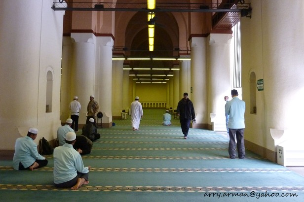 Bagian dalam (pinggir) Masjid