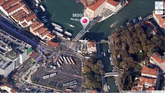 Menyeberang Jembatan Menuju Pulau/Daratan Utama Venezia